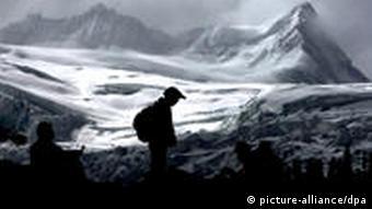 glaciers in Bomi County of southwest China's Tibet Autonomous Region. (Photo: Xinhua /Landov/dpa)