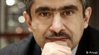 Dr. Alireza Namvar Haghighi quer