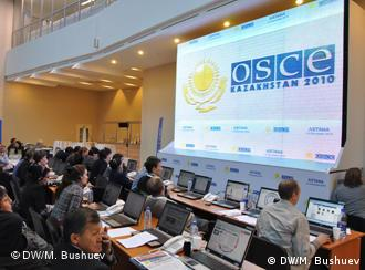 Journalists in the OSCE summit press center
