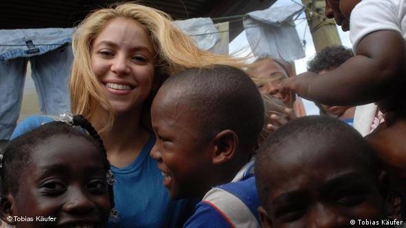 Shakira zwischen Slum und rotem Teppich  Amerika  Die