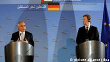 Bundesaußenminister Guido Westerwelle (FDP, r) und der Ministerpräsident der palästinensischen Autonomiebehörde, Salam Fajad, geben am Dienstag (18.05.2010) nach der ersten Sitzung des Deutsch-Palästinensischen Lenkungsausschusses im Auswärtigen Amt in Berlin eine Pressekonferenz zu den Ergebnissen des Treffens. Foto: Tim Brakemeier dpa +++(c) dpa - Bildfunk+++