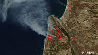 Foto von Satellit aus dem All aufgenommen, Rauchsäule erkennbar (Foto: ap)
