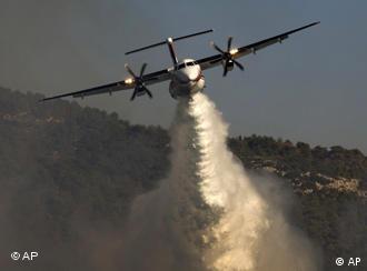 Russisches Löschflugzeug im Einsatz (Foto: ap)