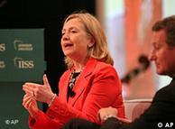 هیلاری  کلینتون در منامه ایران را به رفتار سازنده فراخواند