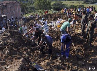 Berg und Erdrutsch in Kolumbien, Bauarbeiter (Foto: AP)