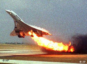 Пілот марно намагався посадити літак на запасному аеродромі - машина впала на житловий масив