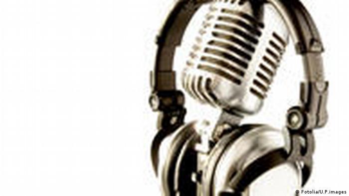 Symbolbild Tanzen Club Pop Musik Mikrophon Kopfhörer