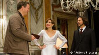 Florian Henckel von Donnersmarck mit Angelina Jolie und Johnny Depp in einer Szenenbesprechung (Foto: AP Photo/Sony Pictures)