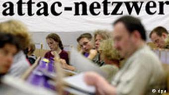 Teilnehmer der globalisierungskritischen Organisation Attac