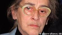 Berlin: Die Witwe des sowjetischen Friedens-Nobelpreisträgers Andrje Sacharow, Elena Bonner-Sacharow, besuchte am 07.02.1992 eine Ausstellung über Freiheitsbewegungen in aller Welt, die zur Zeit im Museum am Checkpoint Charlie in Berlin gezeigt wird. (BerA1-090292)