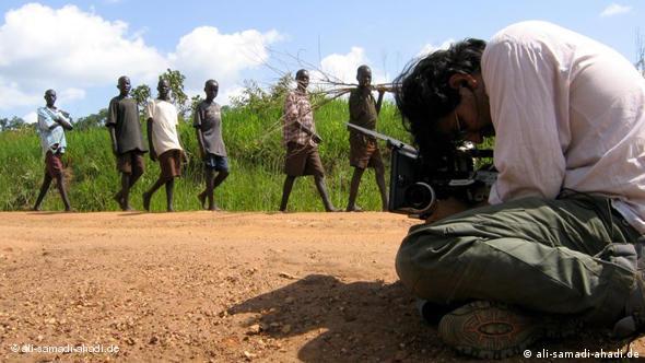 نمایی از پشت صحنه فیلم «کودکان گمشده»، اوگاندا، ۲۰۰۵