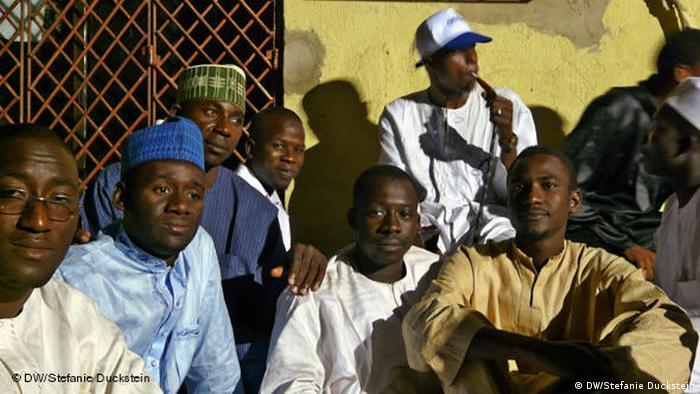 Die Last auf den Schultern der neuen Regierung - Nigeria vor der Wahl Flash-Galerie (DW/Stefanie Duckstein)