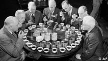 Eine Gruppe Teetester um 1947