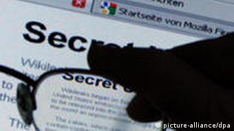 Wikileaks-Webseite durch eine Brille gesehen (Foto: dpa)