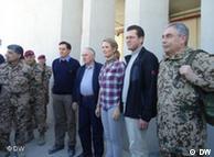 وزیر دفاع  آلمان و همسرش در افغانستان