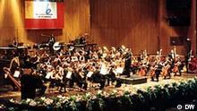 Im Rahmen des Beethovenfests verleiht die DW am kommenden Sonntag, 15. September, den DW-Kompositionspreis. Preisträger ist der 1967 geborene türkische Komponist Özkan Manav (Foto). Der in Istanbul lebende Künstler präsentiert seine Auftragskomposition zusammen mit dem Istanbuler Orchester während des Beethovenfests.