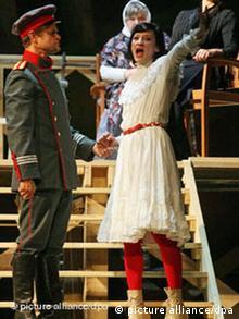 Сцена из спектакля. Тузенбах с Ириной