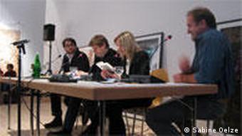 Bestseller-Autor Daniel Kehlmann am tisch mit seinen Übersetzern (12.12.)
