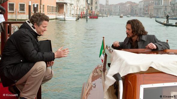 Florian Henckel von Donnersmarck mit Johnny Depp in einer Szenenbesprechung (Foto: Kinowelt)