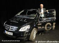 Глава Daimler Дитер Цетше и Mercedes-Benz B-Klasse F-Cell