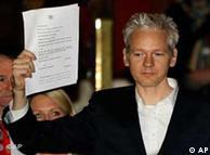 ۱۶ دسامبر  ۲۰۱۰ - جولین آسانژ حکم آزادی خود به قید وثیقه را بالا گرفته است