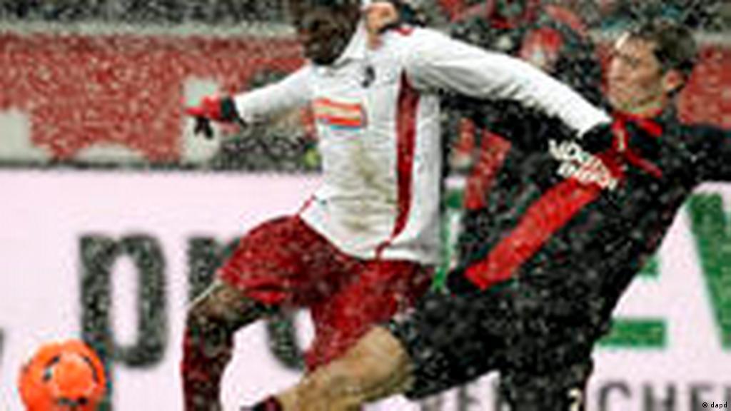 Bayern Munich demolish Stuttgart with Gomez hat trick