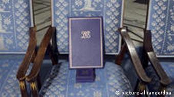 Το βραβείο Νόμπελ στην άδεια καρέκλα του Λιου Σιαομπό κατά τη διάρκεια της απονομής