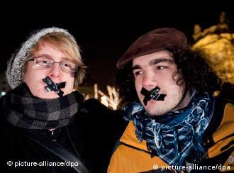 Proteste in Ungarn gegen Pressezensur am 20 12.2010 vor dem ungarischen Parlament(Foto: picturle-alliance/dpa)