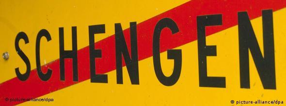 Symbolbild Ortsausgangsschild von Schengen NO FLASH