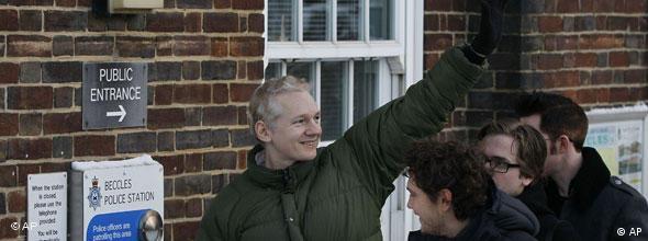 NO FLASH Julian Assange Kaution Freilassung WikiLeaks