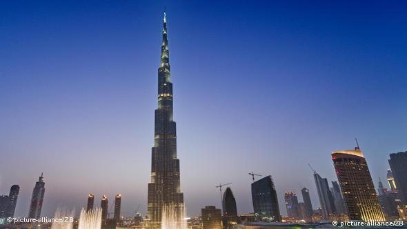 همزمان با آغاز روند توسعه دبی، صدها میلیارد دلار از سرمایه ایرانیان یا در قالب گردشگری و یا در قالب سرمایهگذاری به سوی این شیخنشین سرازیر شده است.