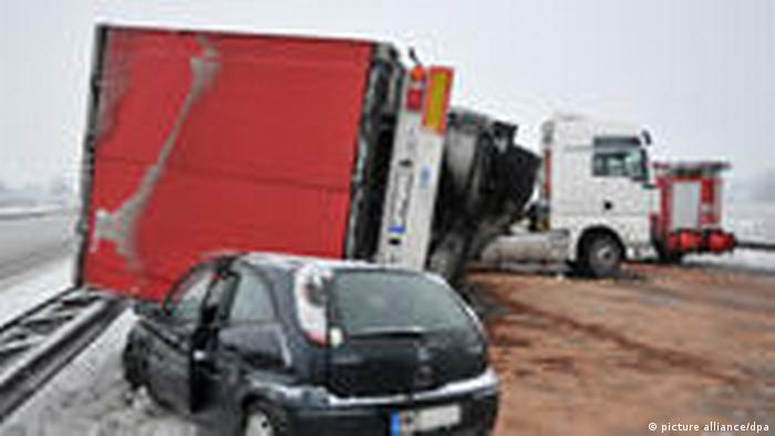 Accidente vial durante el invierno en Alemania (picture alliance/dpa)