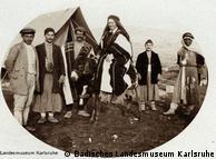Viajante ocidental em trajes beduínos
