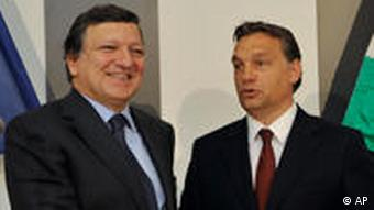 President of the European Commission, Jose Manuel Barroso, left, and Hungarian Prime Minister Viktor Orban