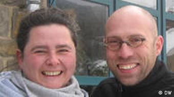 Julia Brück und Hektor Gobbi, Betreiber diverser Kunstautomaten in der Eifel (Foto: DW)