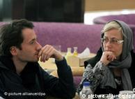 یکی از دو خبرنگار آلمانی به هنگام دیدار با اعضای خانواده خود در اواخر دسامبر ۲۰۱۰