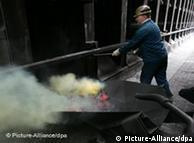 Arbeiter an einem Koks-Ofen (Foto: dpa)