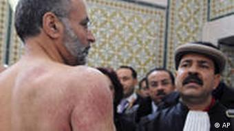 Anwalt Abdraouf Ayadi - von der Polizei misshandelt (Bild: AP)