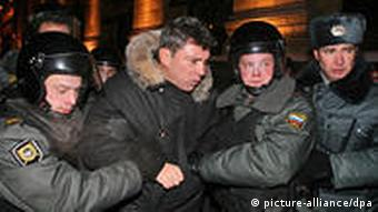 Boris Nemtsov arrested during a protest