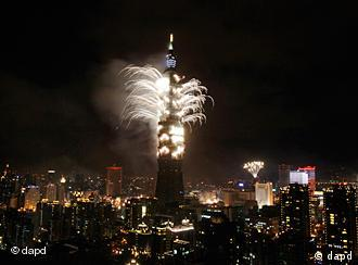 firework, display, explodes, Taiwan, tallest, skyscraper, Taipei,101, New Year, Saturday, 2011, Chinese, revolution,