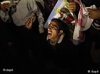 يطالب المعتصمون بسرعة محاكمة المتورطين في قضايا مهاجمة وحرق كنائس في مصر