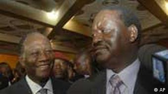 Raila Odinga (rechts) mit Alassane Ouattara (Bild: AP)
