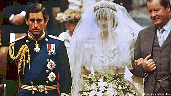 Royale Hochzeit Prinz Charles und Lady Diana Flash-Galerie (picture-alliance/dpa)