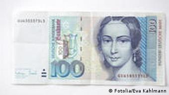 Купюра достоинством в сто немецких марок