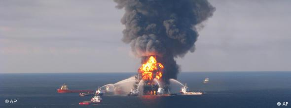 Deepwater Horizon platform on fire