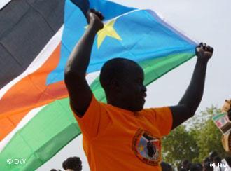 Cidadão com bandeira do sul do Sudão