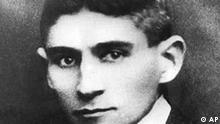 Das undatierte Bild zeigt den Schriftsteller Franz Kafka. In der Nacht vom 22. auf den 23. September 1912 schrieb der in Prag geborene Autor seine Lieblingserzaehlung 'Das Urteil'. (AP Photo) ** zu unserem Korr **
