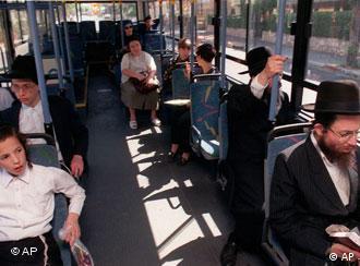 Israelis in Bus (Foto: AP)