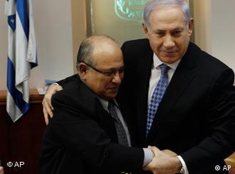 مئیر داگان، رئیس پیشین موساد، (چپ) و بنیامین نتانیاهو، نخستوزیر اسرائیل