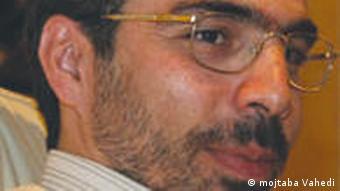 مجتبی واحدی، مشاور ارشد مهدی کروبی میگوید، در مدت بازداشت داروهای اقای کروبی قطع شده است.